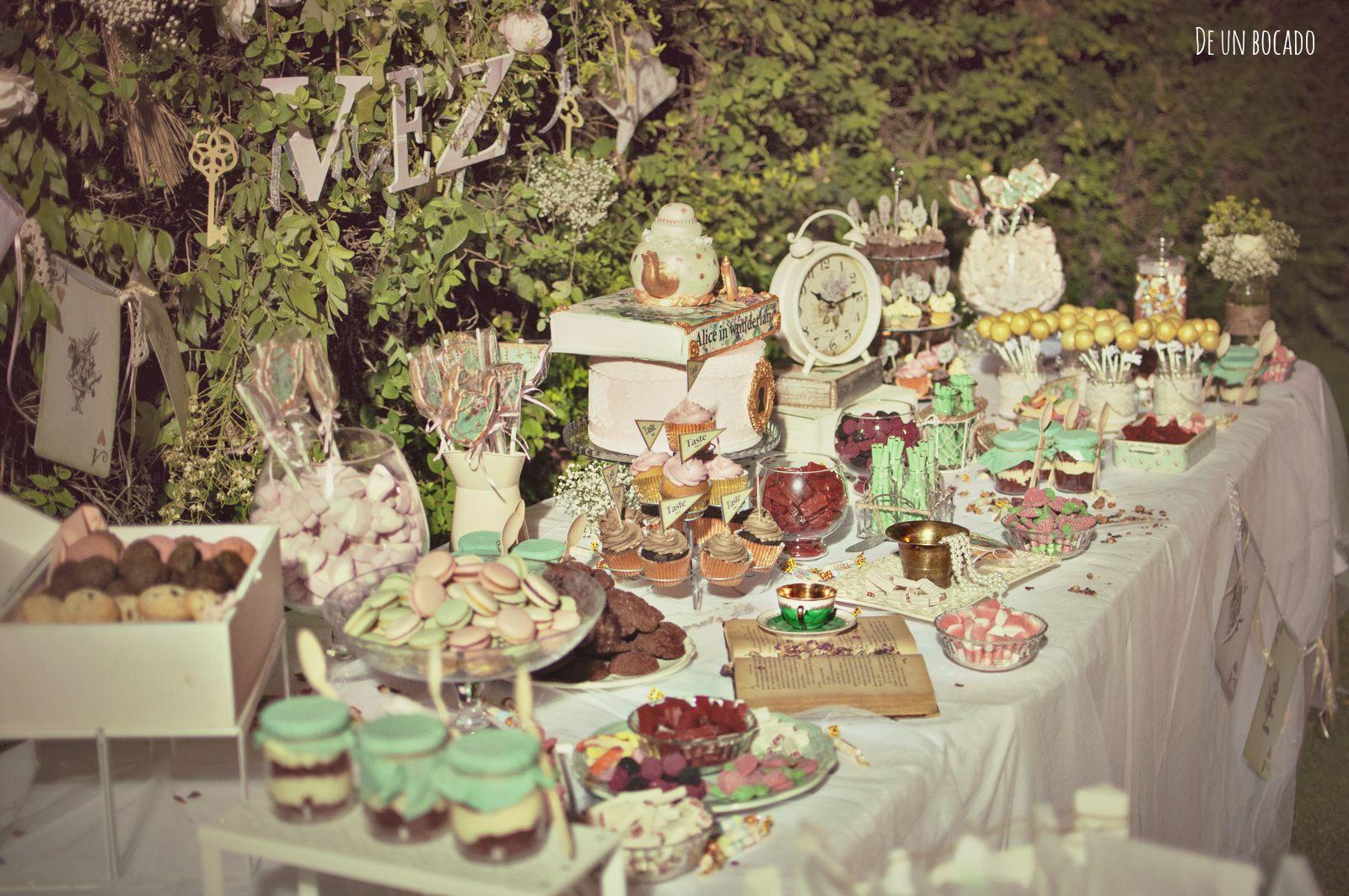 Alice in Wonderland wedding sweet buffet Mesa dulce de boda ...