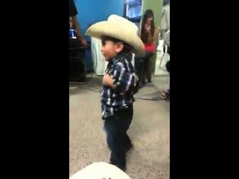 Cute Mexican Kid Shows Off His Dance Skills Mexican Humor Kids Dance Mexican Jokes