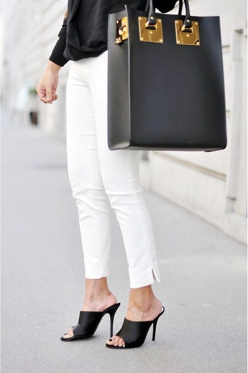 Lugars bolsos que está temporada van f sde Grandes hasta pequeñinas funditas que adornarán nuestros looks❇❇❇❇❇Aquí un precioso Tote Bag a tono con el calzado......Una buena opción para llevar todo lo que necesitamos y ..... MAAAAAS