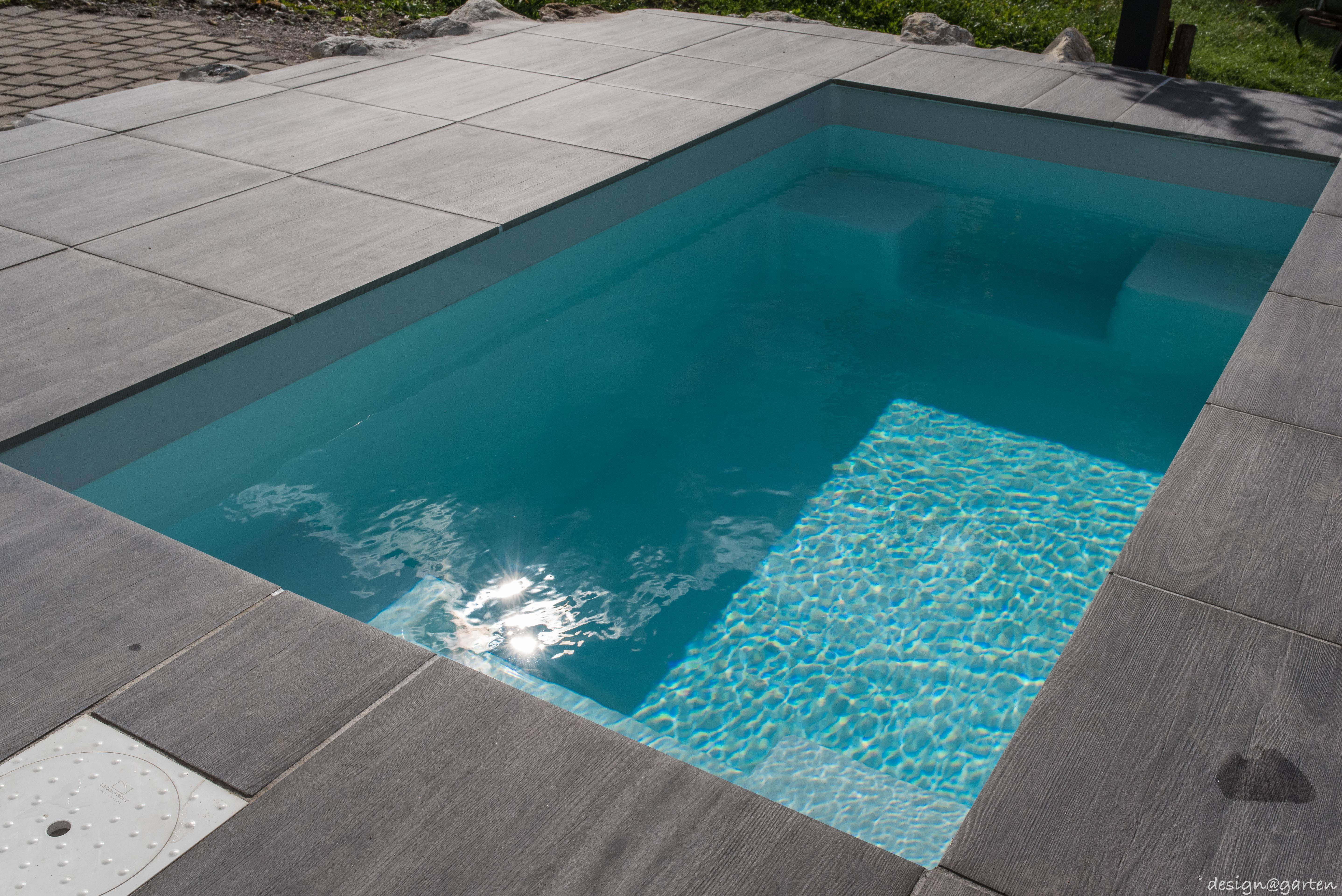 minipool mit meersalzwasser sonne salz auf der haut. Black Bedroom Furniture Sets. Home Design Ideas