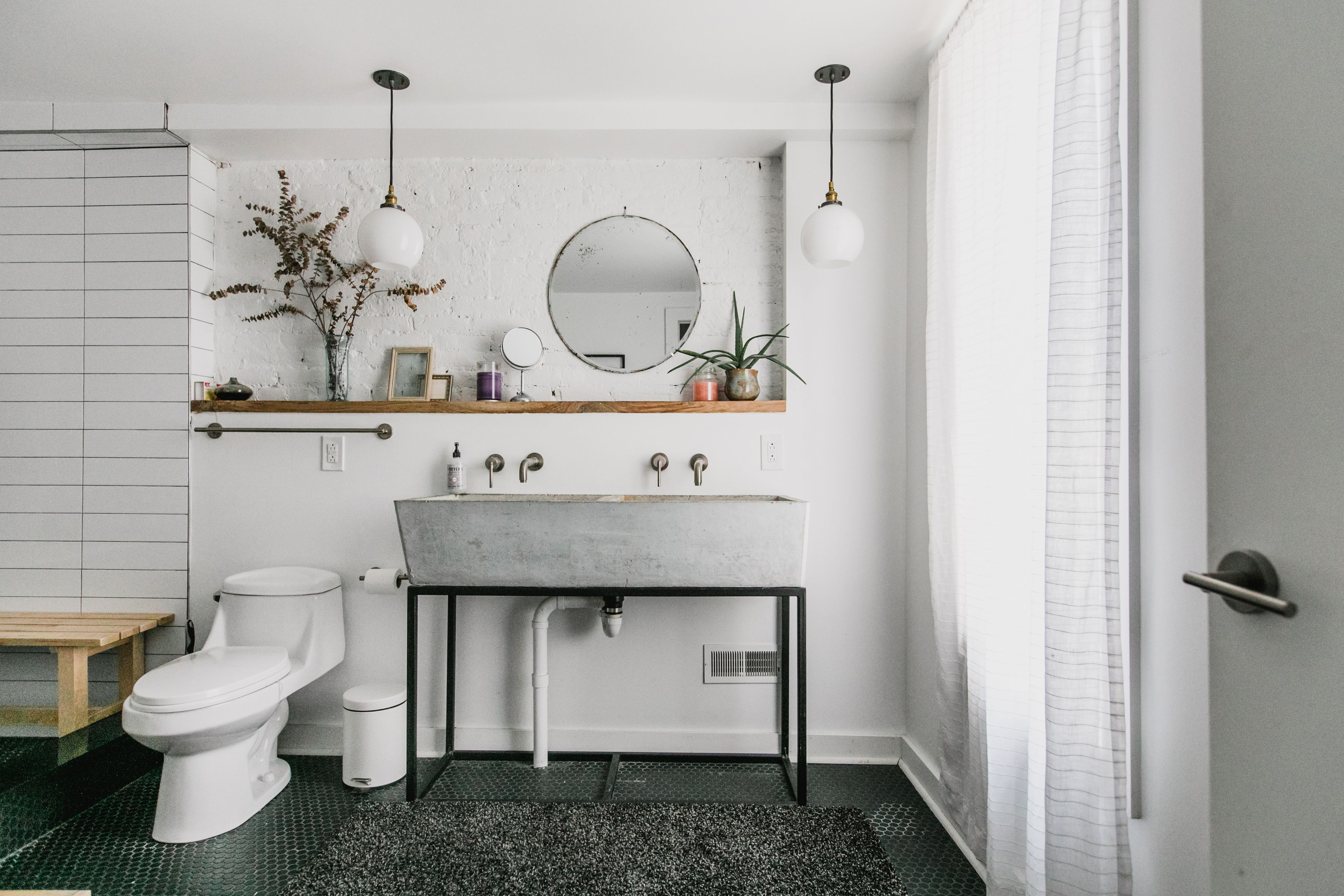 The Gorgeous Bathroom Style Combo Perfect for a Tight Budget ...
