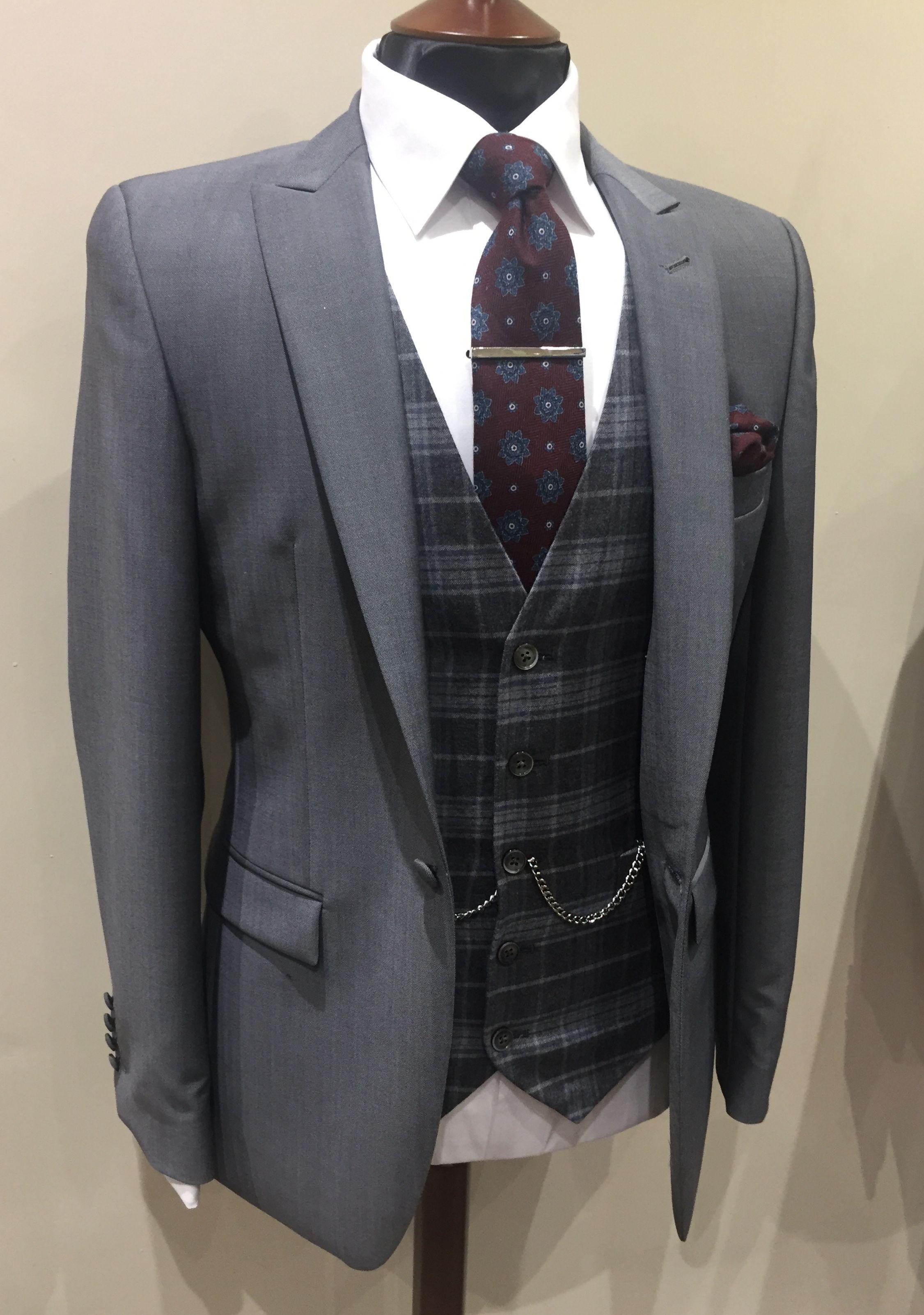 Slim fit grey suit grey check/twee waistcoat burgundy