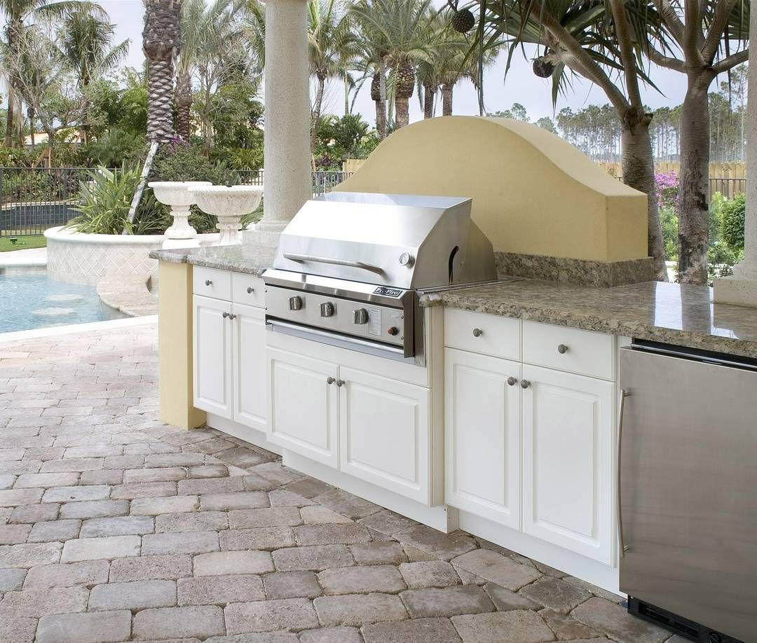 This Cold Weather Has Us Dreaming Of Outdoor Kitchens Like This One Featuring King S Outdoor Kitchen Cabinets Outdoor Kitchen Countertops Build Outdoor Kitchen