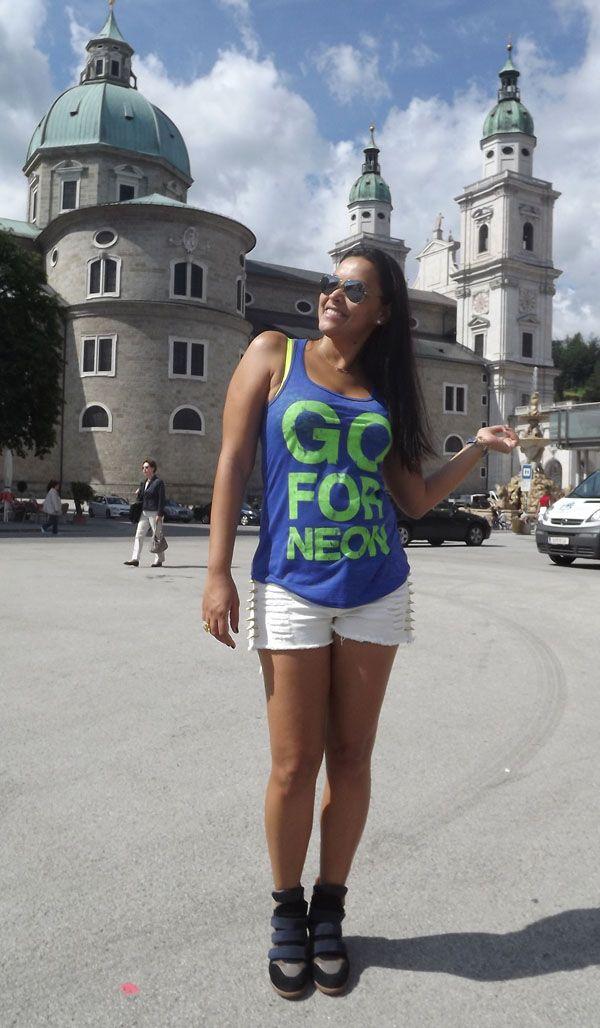 Hey girls and boys, continuo viajando pela Áustria, desta vez na linda cidade de Salzburgo, super recomendo uma visita por aqui.  O look que escolhi para hoje é muito confortável e estiloso, e além disso minha camiseta dá uma dica super preciosa para o verão.