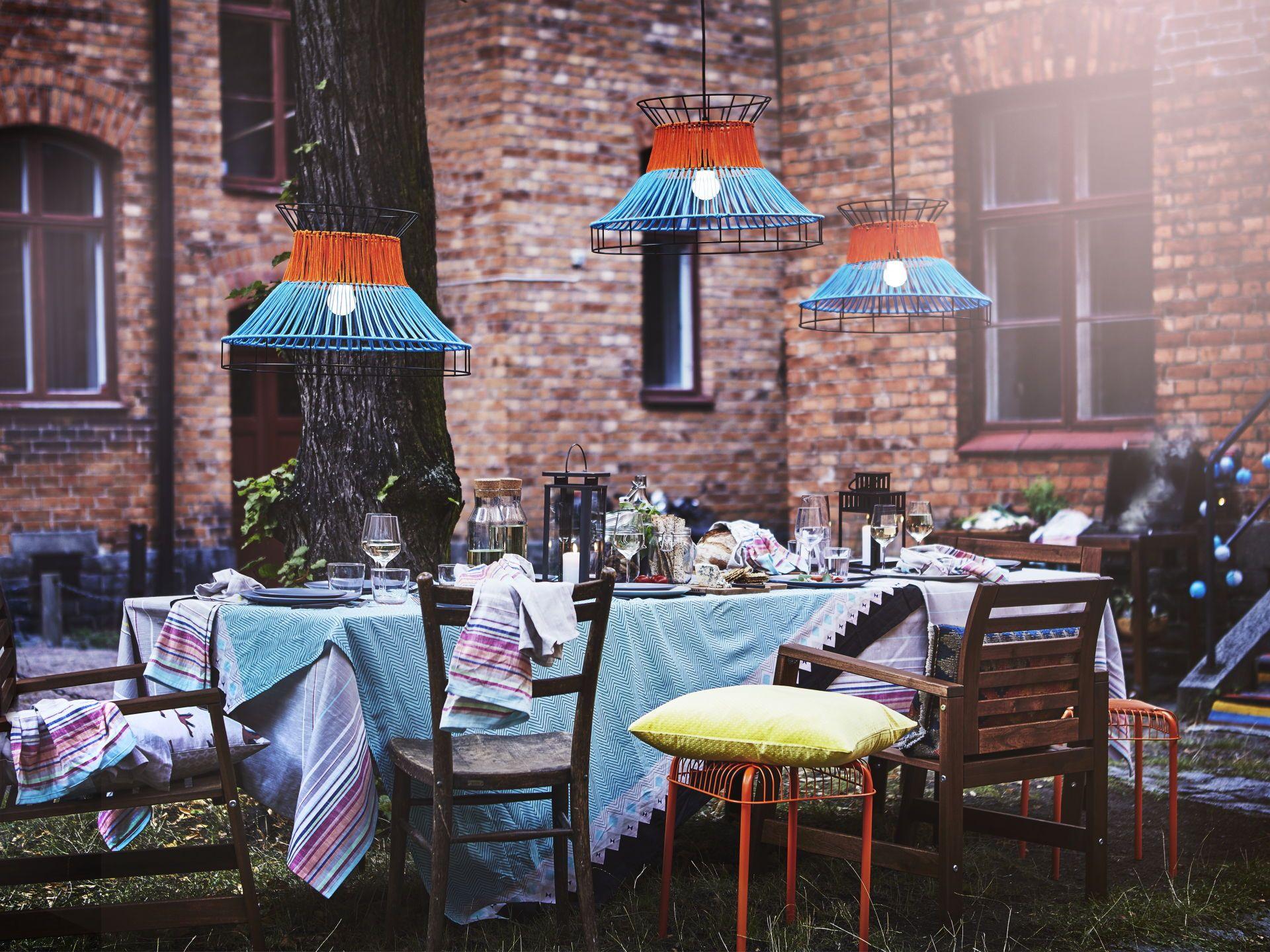Zomer Interieur Inspiratie : Solvinden led plafondlamp oranje blauw buiten evenings outside