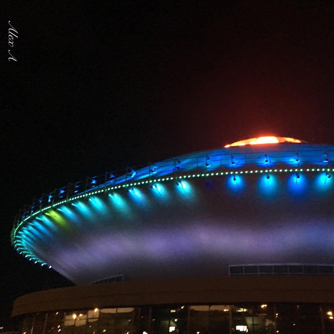 Можно было бы подумать, что это огромный космический корабль, но на самом деле - это Казанский Цирк,...