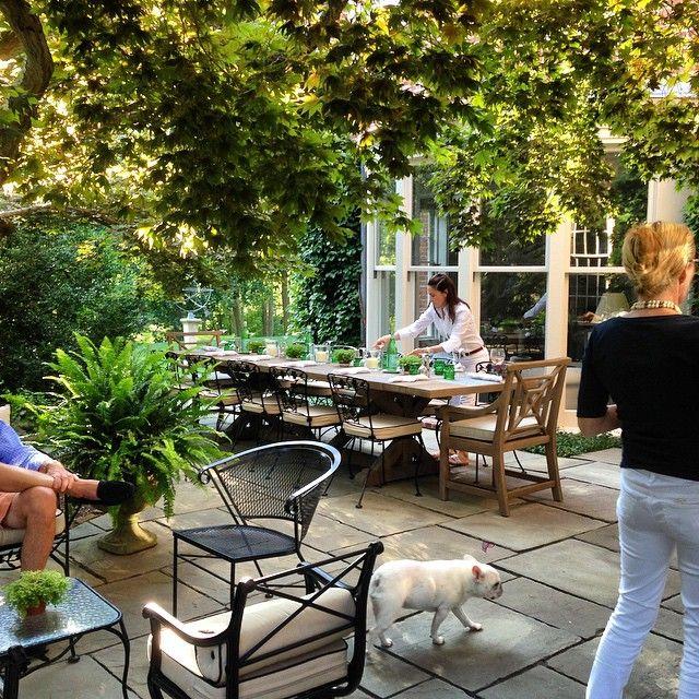 Hamptons patio dining & entertaining - via Tom Samet