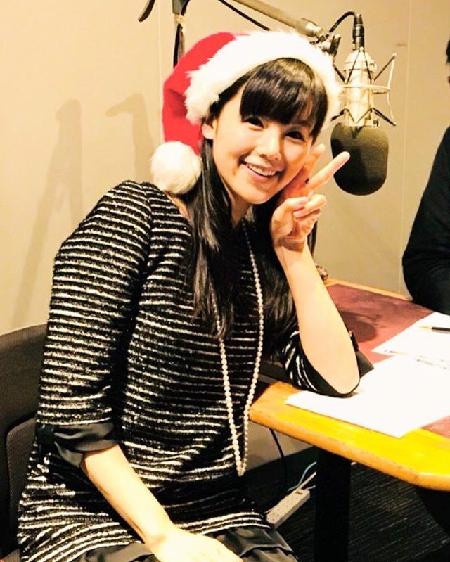 サンタ帽をかぶった小西真奈美