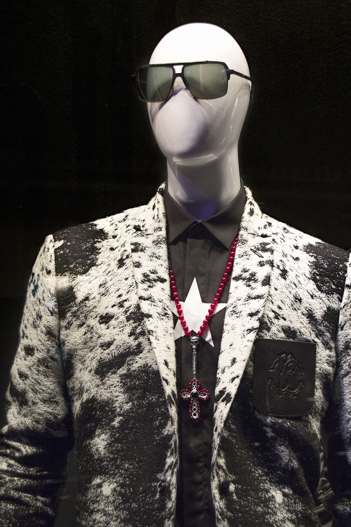 ELITE Man shop windows, zoom in: Givenchy shirt, Roberto Cavalli blazer, Dita sunnies, Cisco Romero necklace http://www.elitestore.es/men.html
