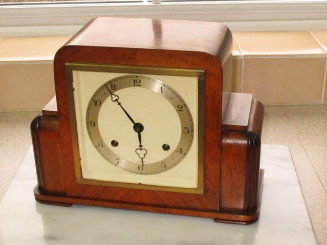 Elliott Art Deco Mantel Clock with Pendulum and Key For Sale in ...