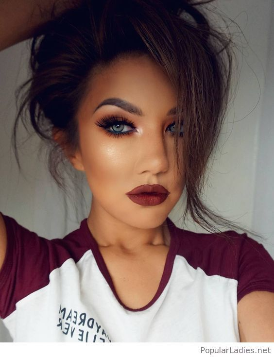 A Simple Tee With An Amazing Make Up For Blue Eyes Lipstick Tips