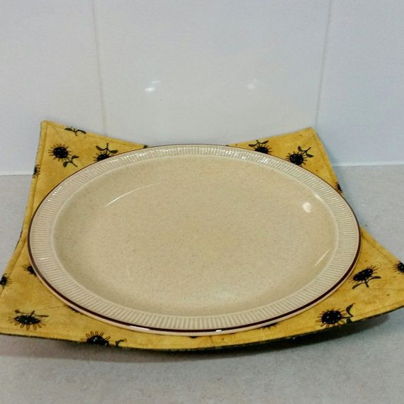 Microwave Plate Holder Reversable in a by Handmadebypauline1 & Microwave Cozy for your Dinner Plate | Hot Pads | Pinterest | Cozy ...