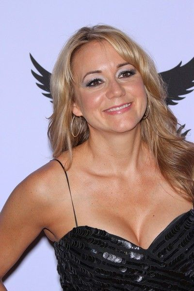 Megyn Price Bra Size after Breast Implant Megyn Price - Cute Quick Hairstyles