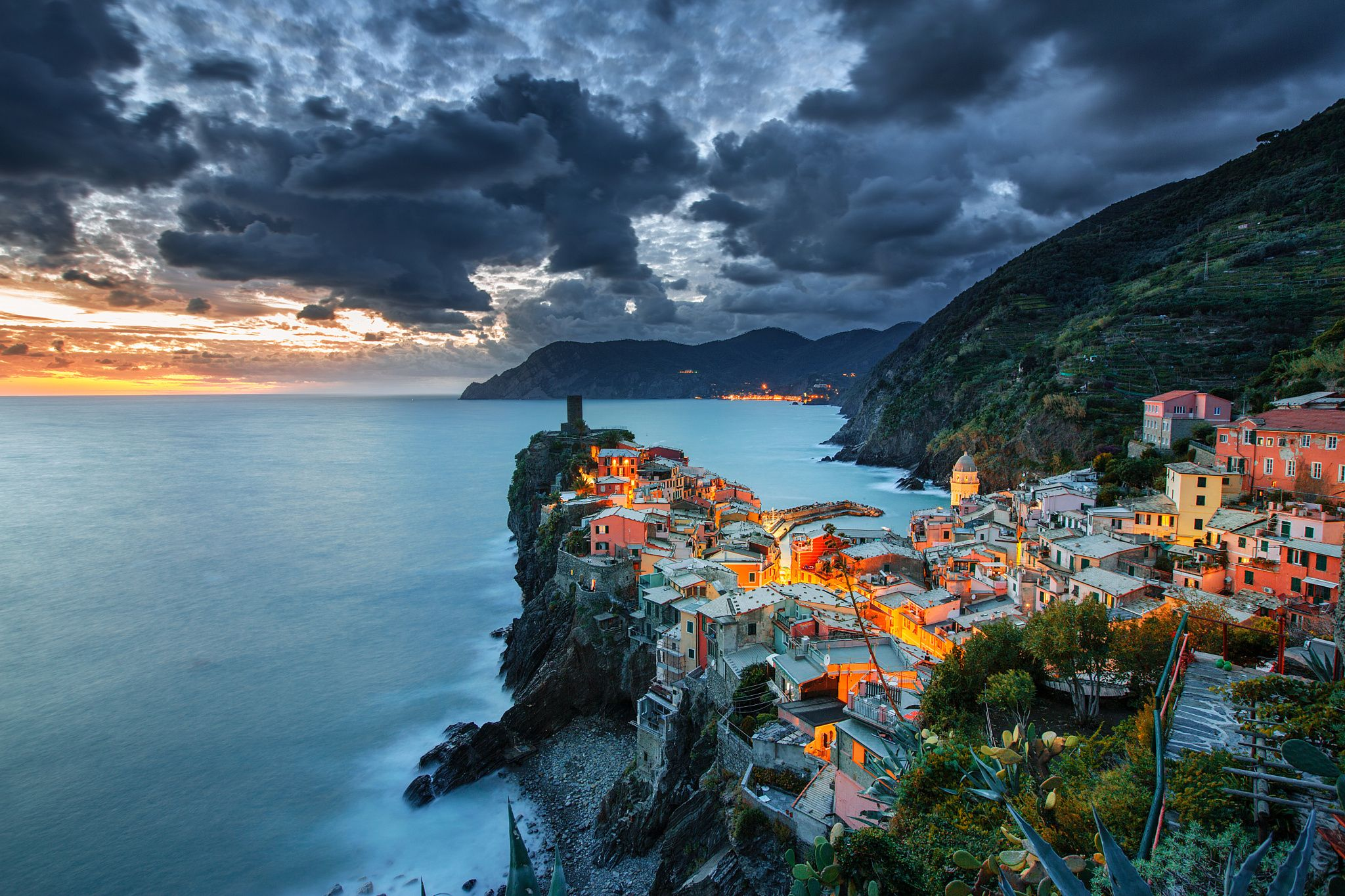 Twilight in Vernazza - My instagram : ilhan1077 www.facebook.com/ilhanerogluphotography Cinque Terre