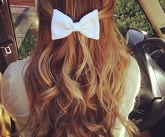 Wavy hair and a bow. Perfect. #kendrascott #teamKS