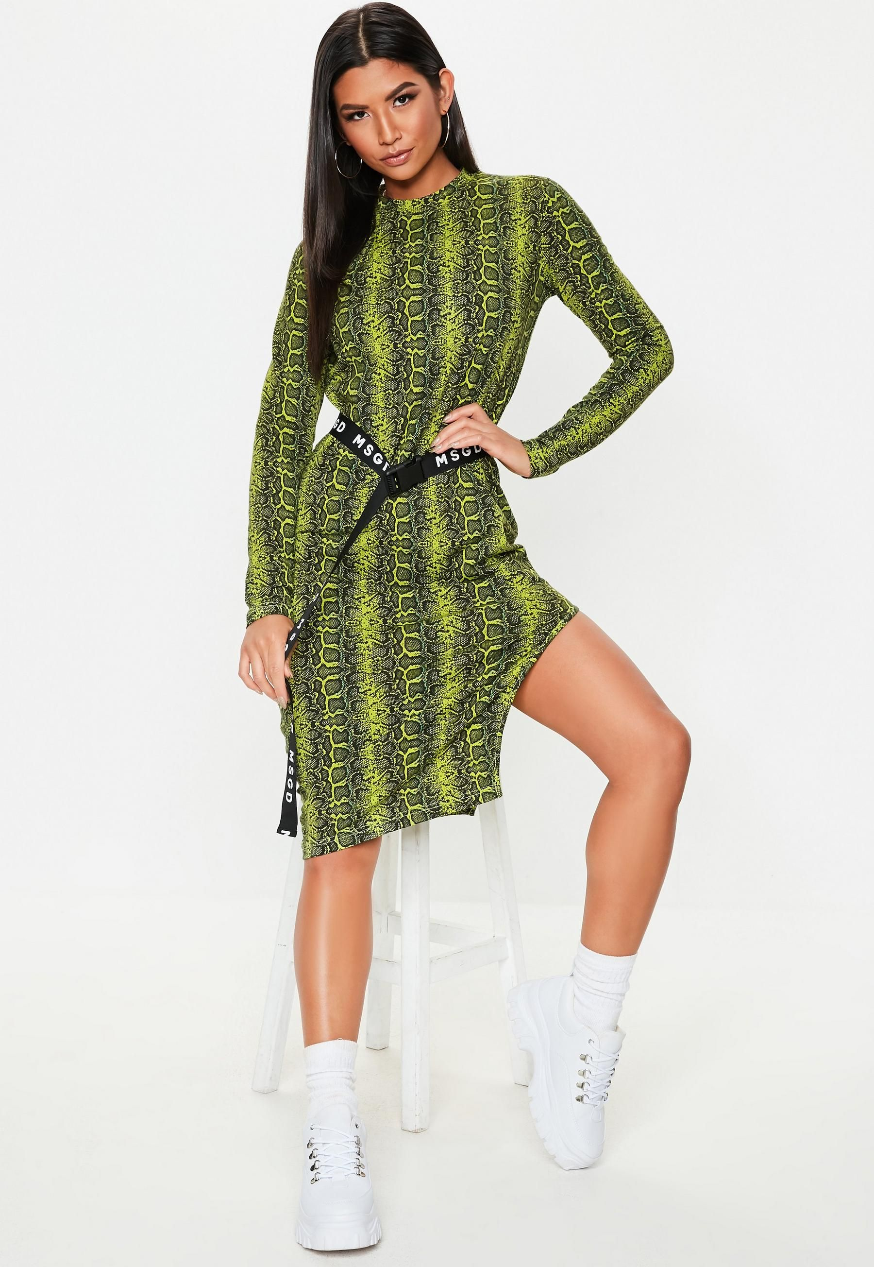 260cd44ff2be Missguided - Green Snake Side Split Belted Midi Dress in 2019 ...