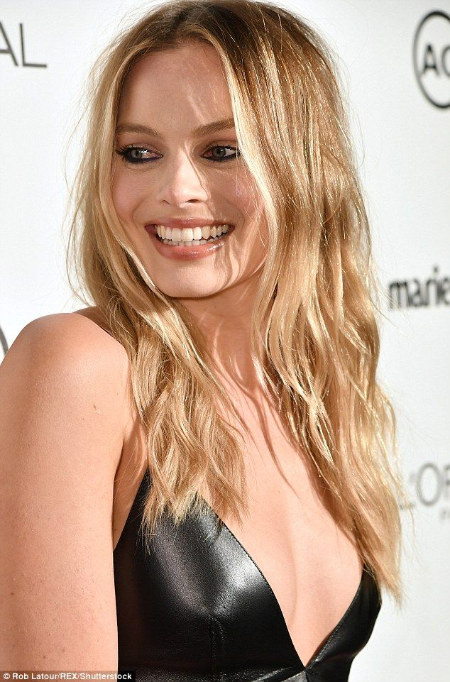 Margot Robbie stuns in revealing low-cut leather dress – Margot Robbie