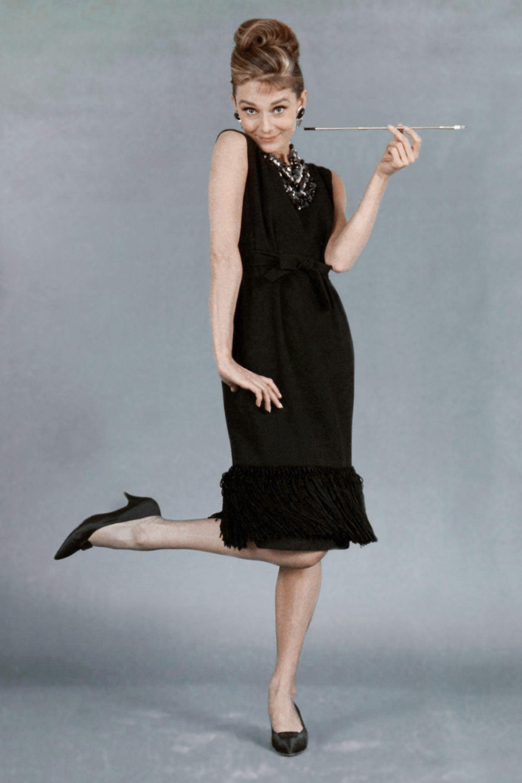 Audrey Hepburn Flamboyant Gamine In Shift Dress Black Dresses Classy Classy Dress Audrey Hepburn Dress