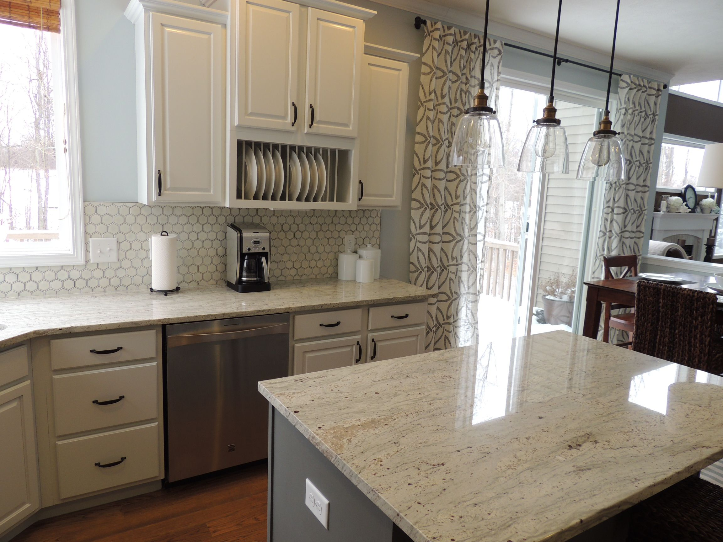 Rockford Kitchen Painted Cabinets River White Granite