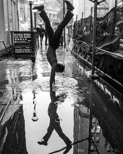Yoga In The Heart Of New York City Incredible Photos Yoga Photography Yoga For Men Yoga At Home