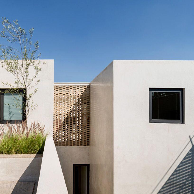 DCPP articulates casa jardin in mexico around centrally positioned garden