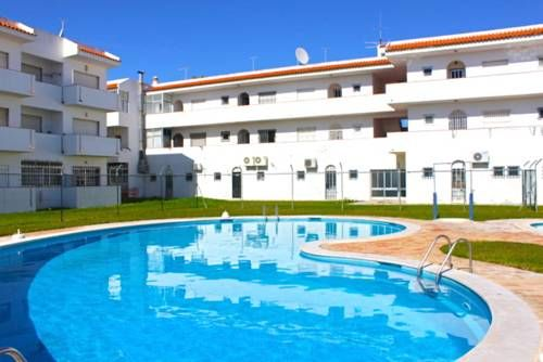 Akisol Albufeira Areia Albufeira Akisol Albufeira Areia is centrally located in Albufeira and features an outdoor swimming pool. The apartment is 800 metres away from Praia da Oura.