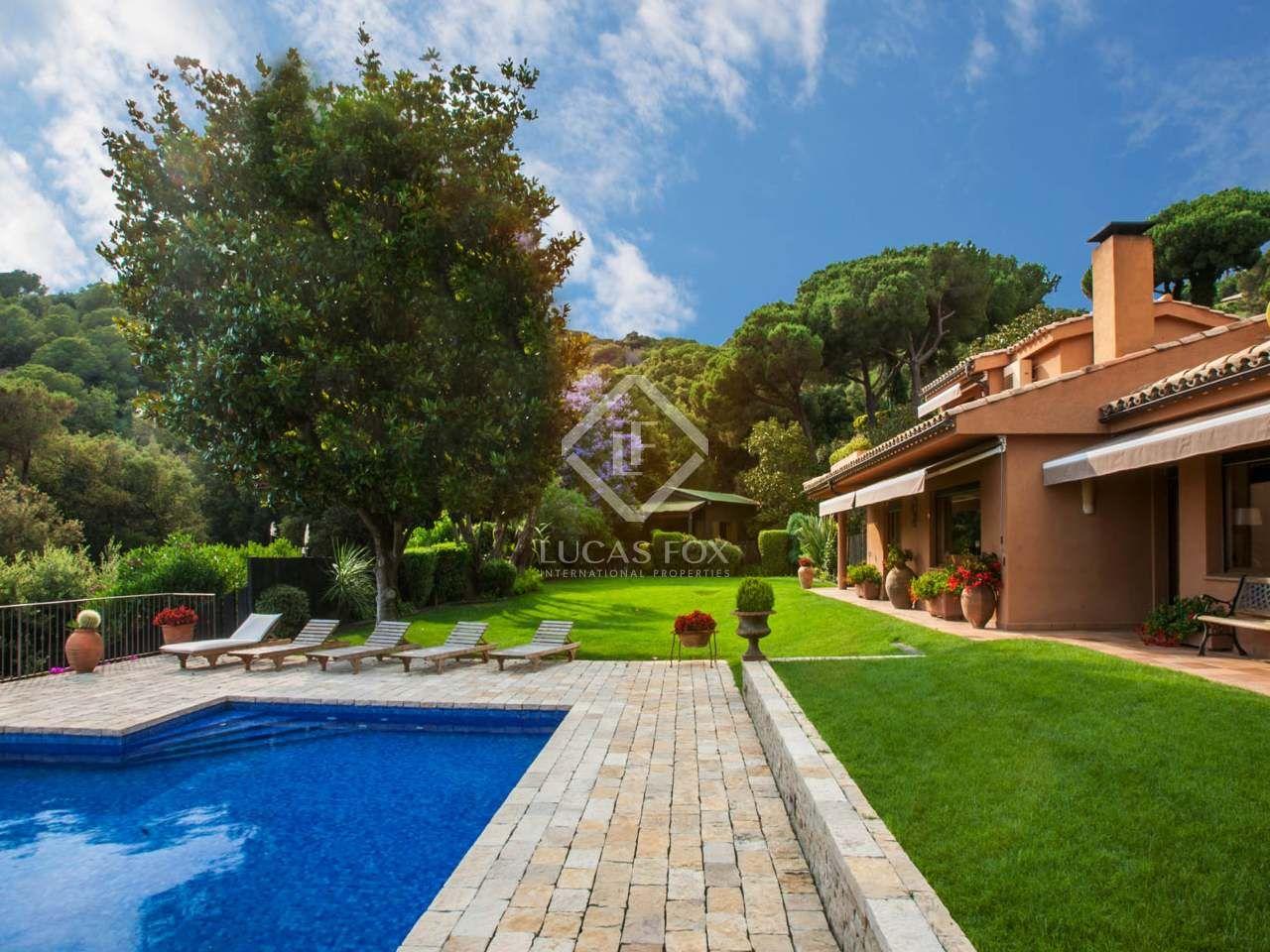 Encantadora villa con piscina y vistas al mar, en venta en