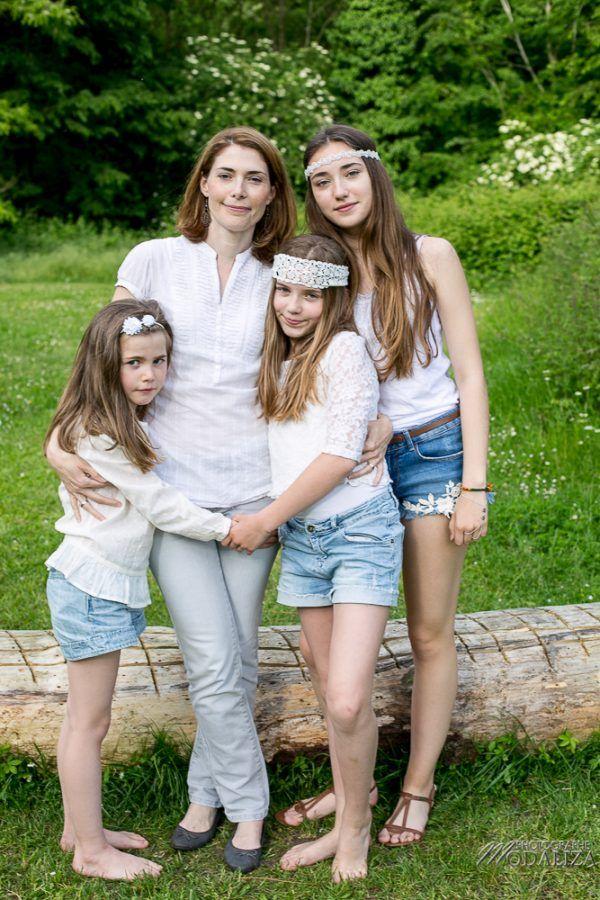 photographe famille groupe filles cousines sœurs sisters family mum and girls boheme parc green garden jardin bordeaux by modaliza photo