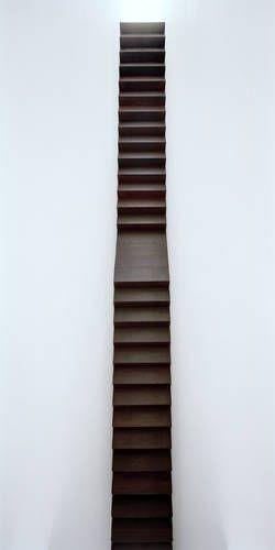 concepto de escalera vertical a 3 plantas-triple altra