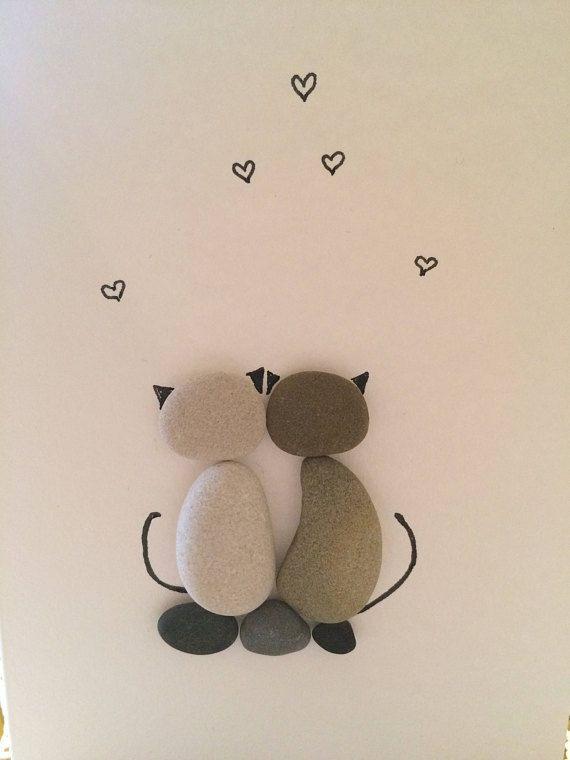 Grußkarte mit Katzen, Katzenliebhaber Geschenkidee, zwei Katzen, paar Katzen, Liebe Katzen, Liebesgeschenk, Kiesel Kunst, Steinkunst, Rock Art, handgemachte Karte  #creativegiftideas #geschenkidee #karte #katzen #katzenliebhaber #liebe