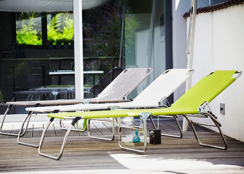 Transat Chaise Longue Pliable En Aluminium Et Textile Outdoor 7 Couleurs Au Choix Fiam Amigo Jankurtz En 2020 Transat Transat Chaise Longue Chaise Longue Pliable
