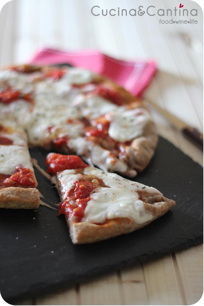 Pizza con farina di riso venere a lenta lievitazione