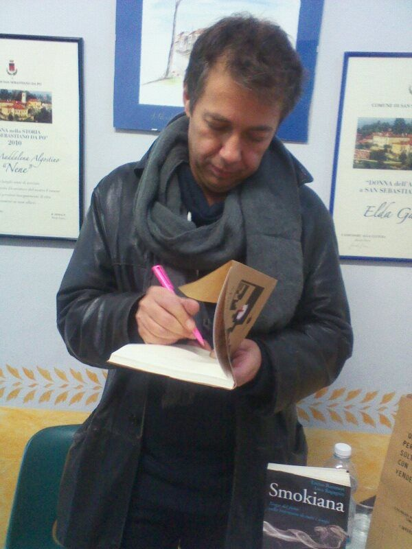 """Luca Ragagnin firma """"Capitomboli"""" al Festival Internazionale di Letteratura """"I Luoghi delle Parole"""" 2013."""