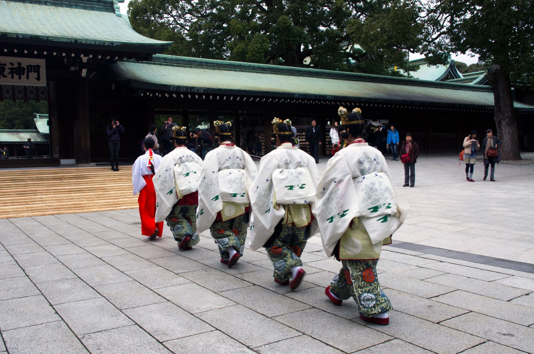 Traditional Japanese wedding ceremony at the Meiji Shrine in Tokyo. #travel #Japan