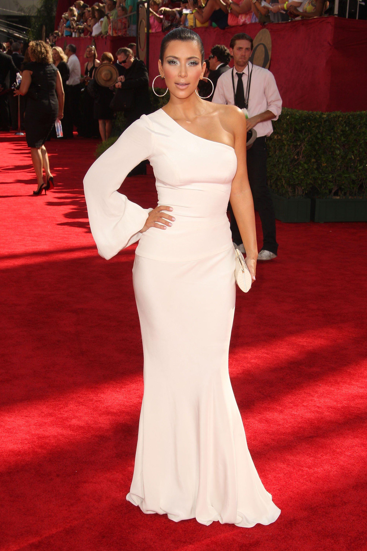 White dress kim kardashian célébrités pinterest kim kardashian