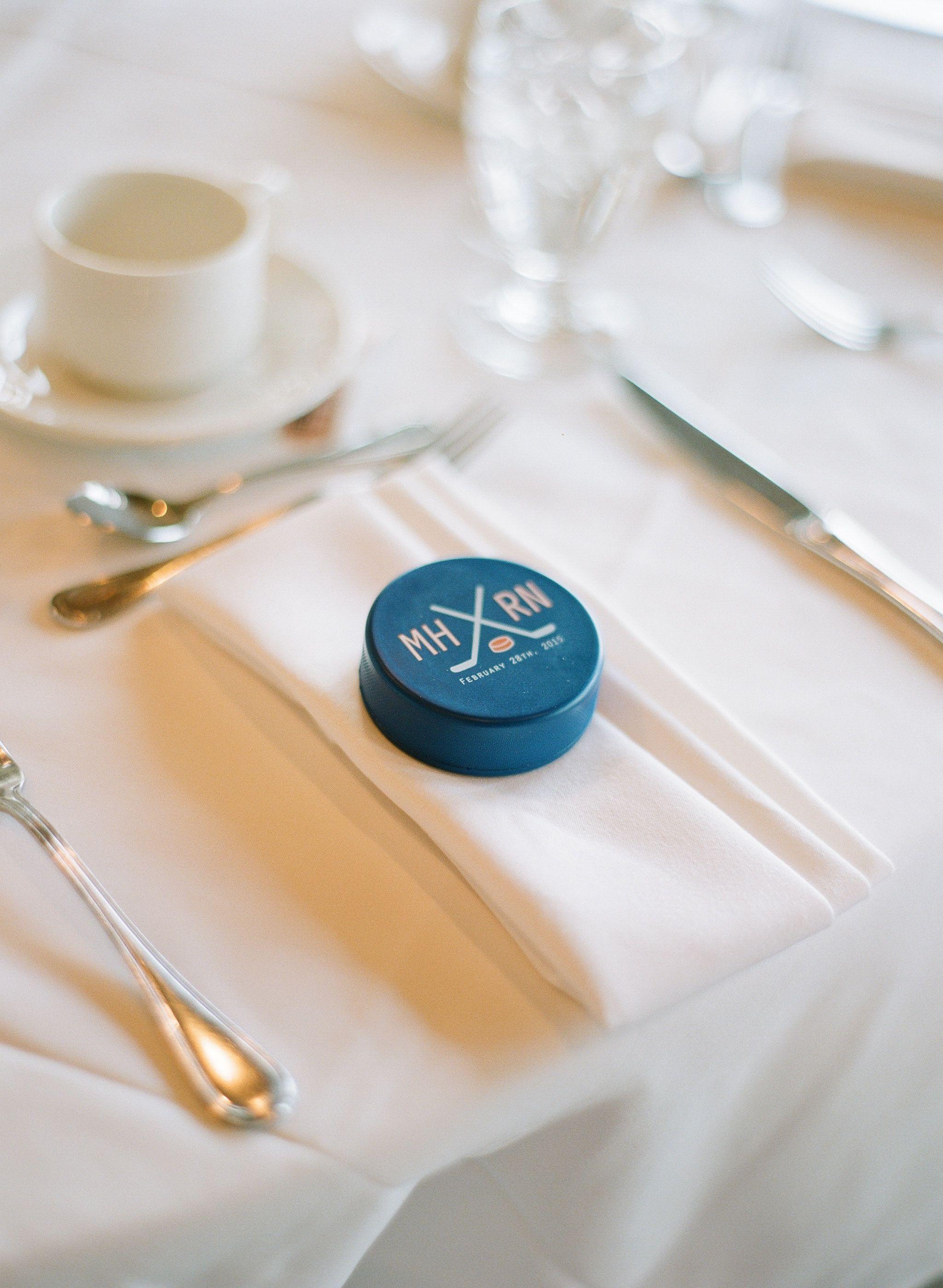 Hockey puck wedding favours #hockeywedding #weddingfavor | Wedding ...