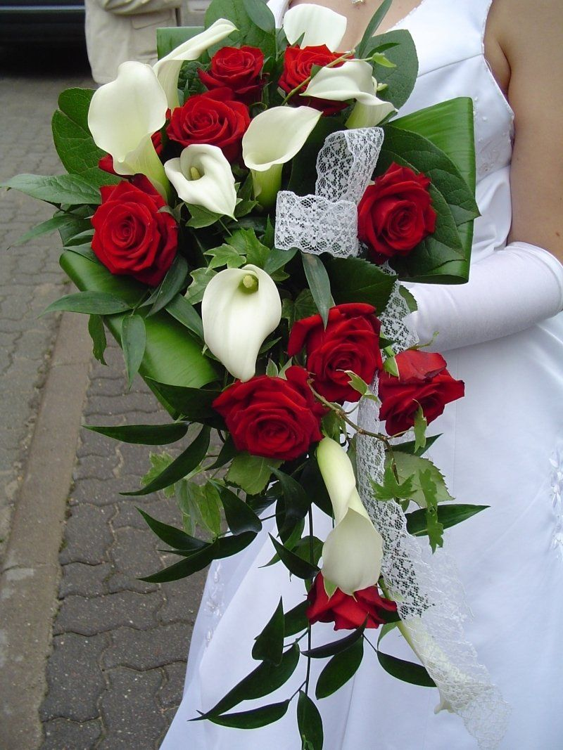 Brautstrau weie Calla mit roten Rosen  Blumen  Hochzeitblumen Brautstrauss callas und