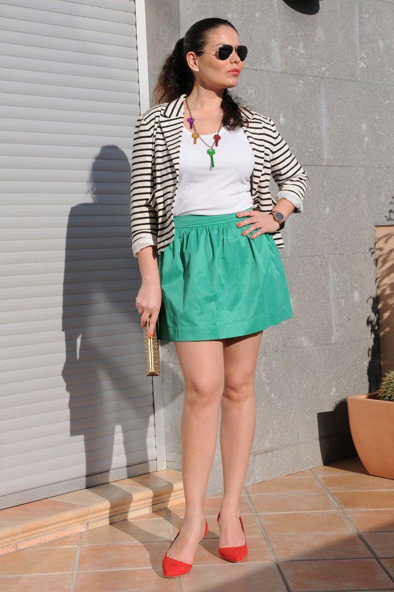 Look con falda corta verde 9b48ec0f579b