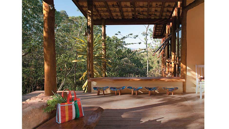 Esta cabana de 115 m² em Cunha, a 225 km de São Paulo, nasceu como um anexo da casa de campo de Décio Navarro. Mas se provou confortável e passou por uma ampliação e virou a protagonista do terreno.