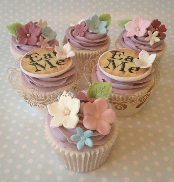 Alice In Wonderland Cupcakes. Place Eat Me Sign Flat On