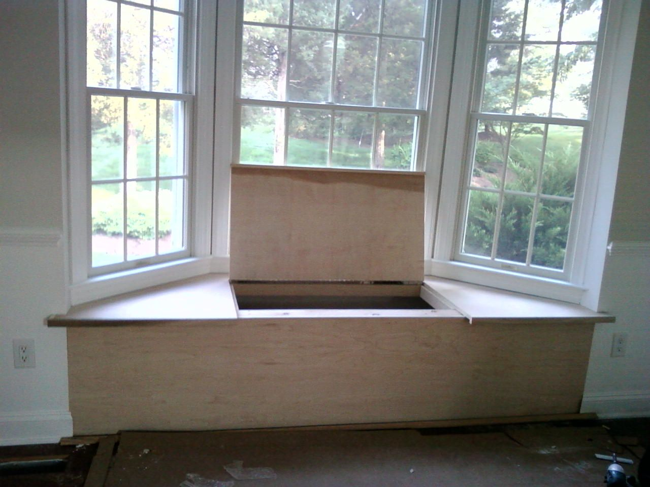 Someday i will have a my picture window with a seat to sit for Bay window design