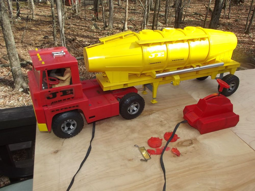 Toy Tractor Trailer Trucks : Johnny express battery operated remote control tanker