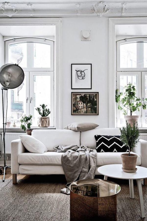 Un mini apartamento que parece mucho más grande de lo que es - Simple Living Room Designs