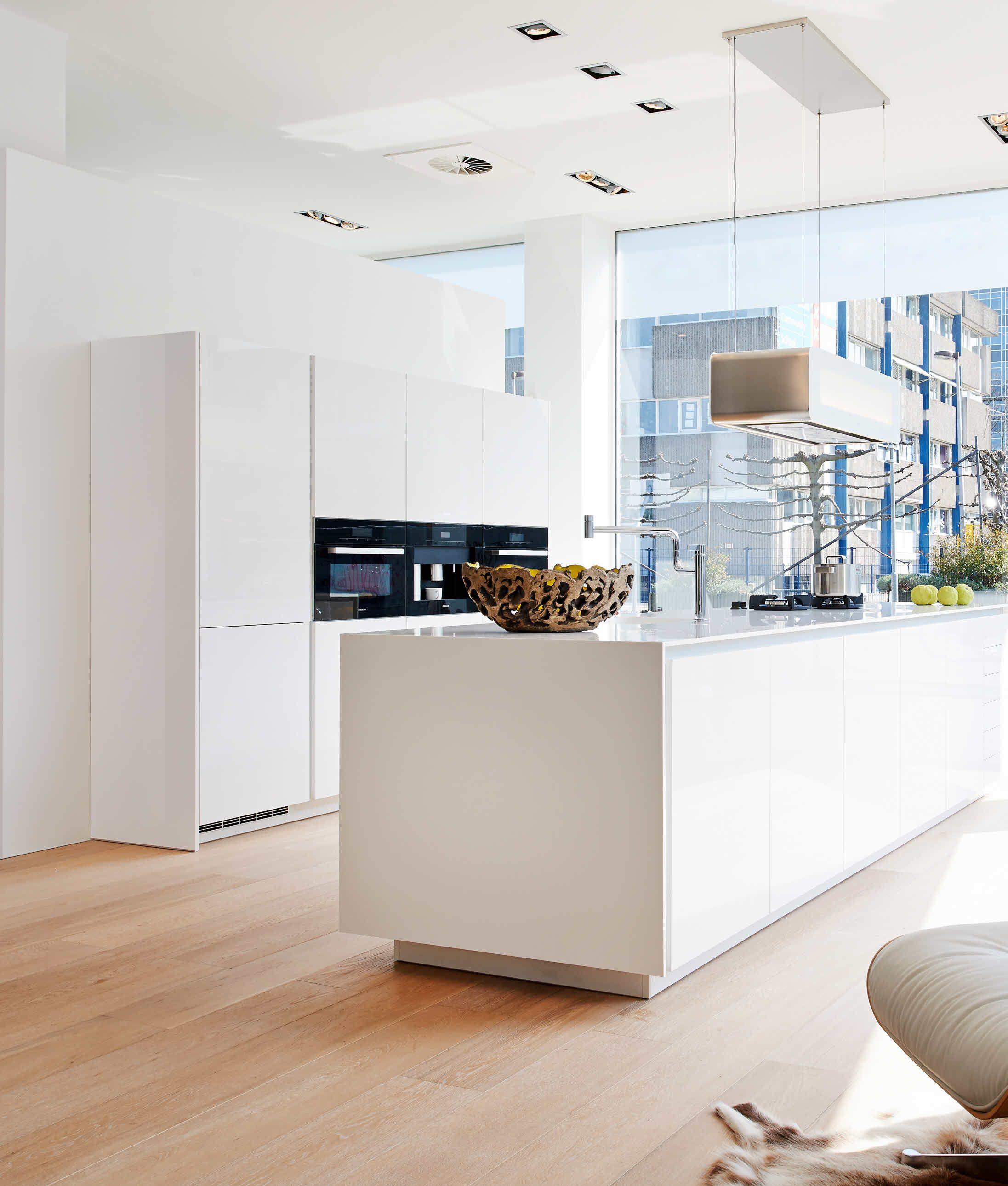 Poggenpohl kitchen studio amsterdam interior shot for Casa minimalista rosario