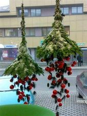 Hanging-Christmas-Decorations-Ideas-7 #weihnachtsdekodiyfenster