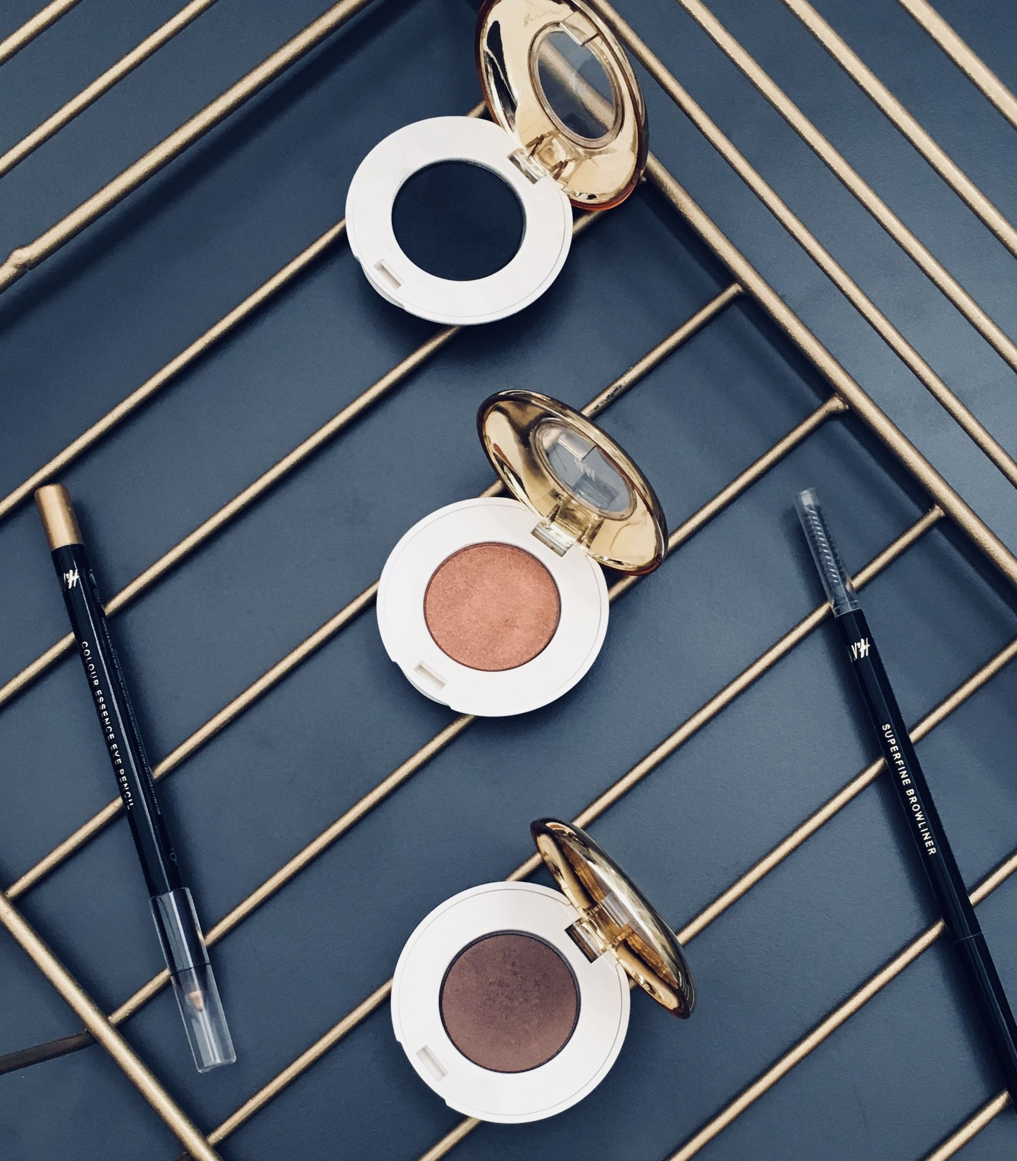 HM MAKEUP Makeup brands, Makeup reviews, Luxury beauty