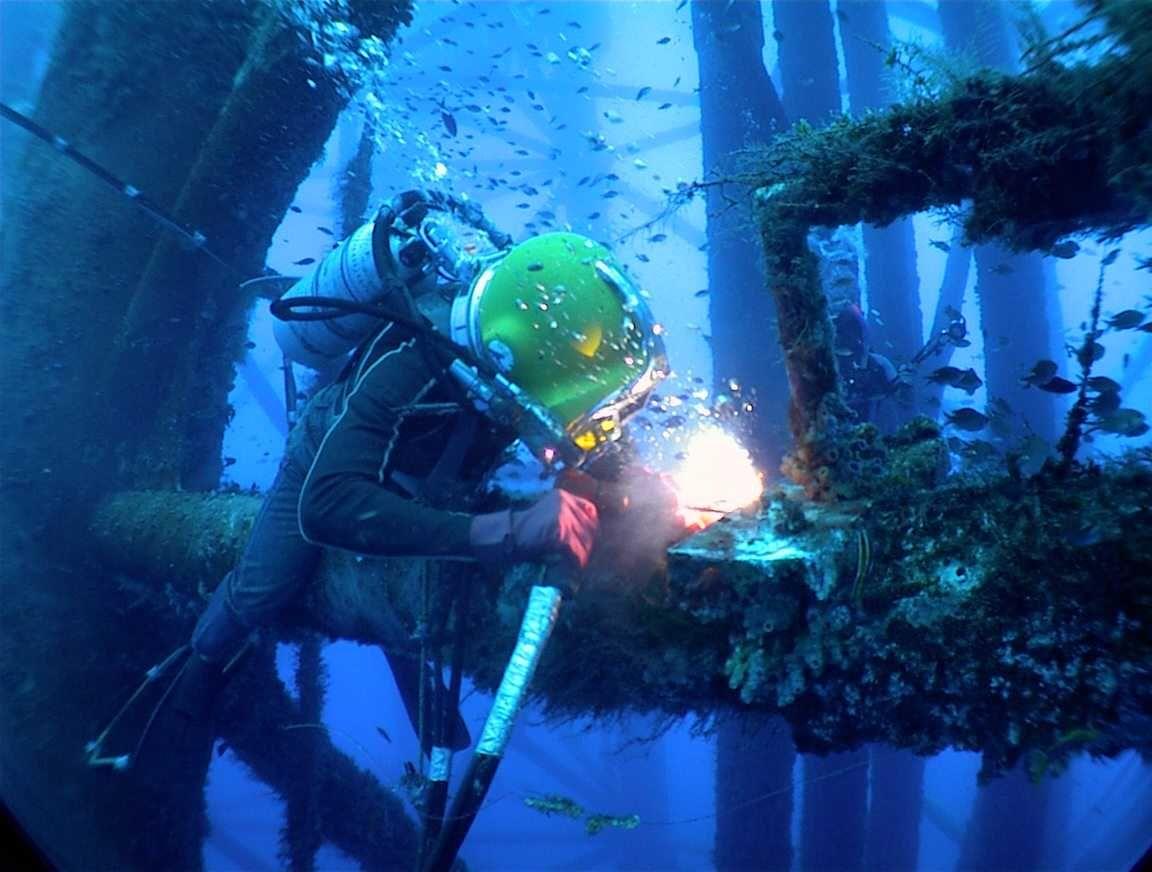 Welding Underwater Underwater Welder Marine Engineering Underwater Welding