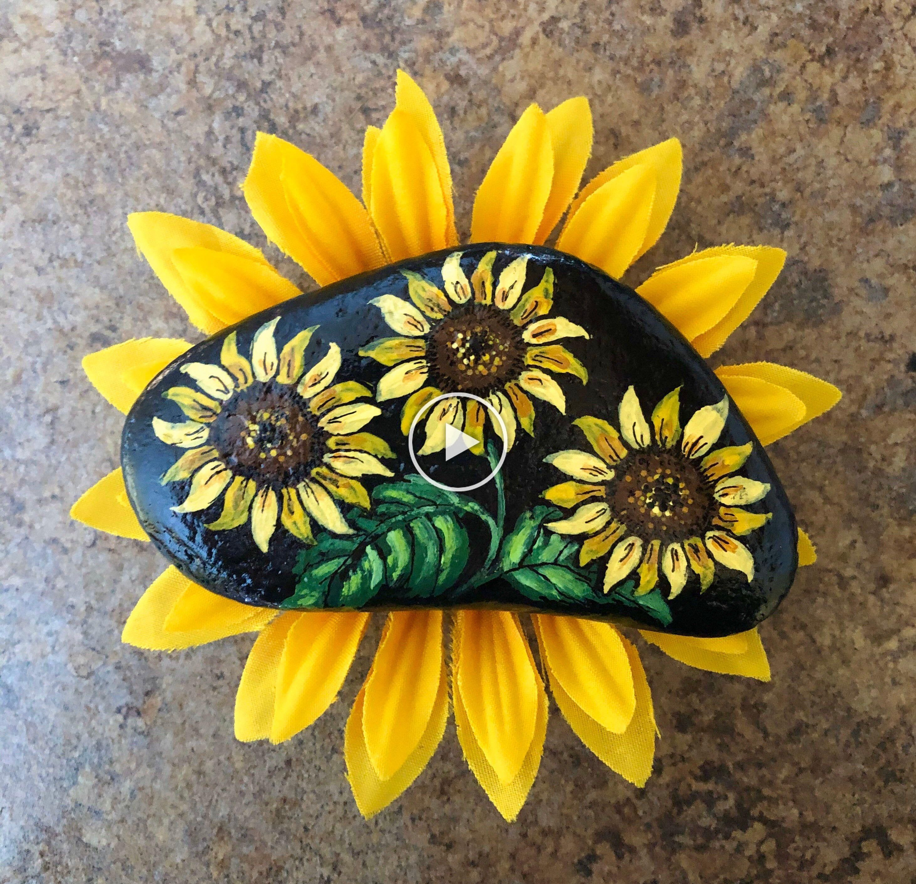 Excited To Share This Item From My Etsy Shop Hand Painted Rock Sunflower Love From Inspirationrocks4u Bohemianecl In 2020 Steine Bemalen Steine Tischkarten Hochzeit