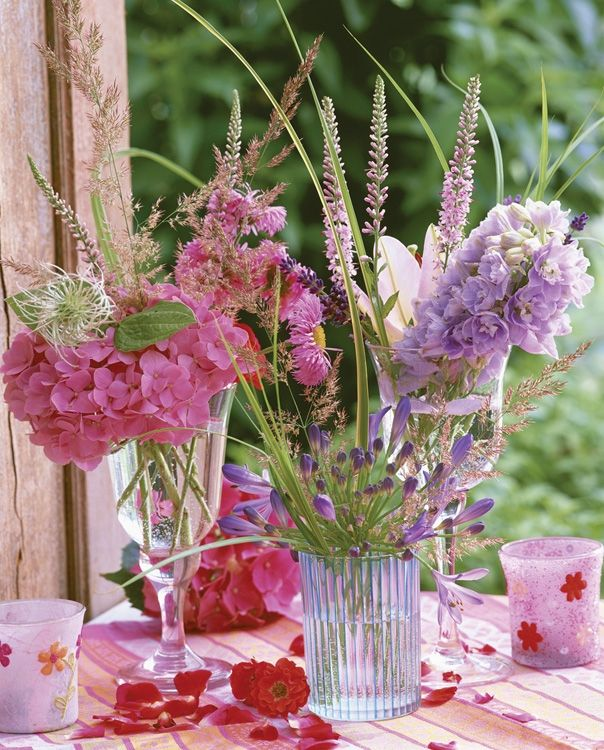 Pretty pastel floral arrangements creative flower for Pastel colored flower arrangements