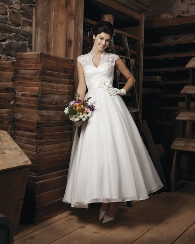 10 Timeless Wedding Gowns | Timeless wedding, Gowns and Wedding
